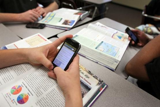 En Arrecifes un colegio no permitirá el ingreso de alumnos con celulares