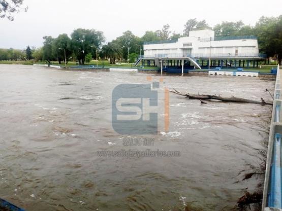 El Río Salto volvió a crecer, pero aún no se han registrado evacuaciones