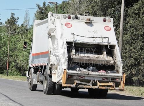 Empleado municipal fue atropellado por el camión de la basura