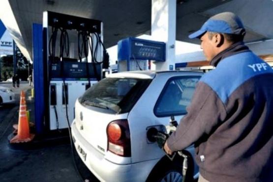 Shell, Axion y Puma se suman a los aumentos de combustible después de YPF