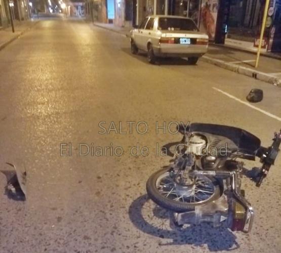 Un motociclista resultó herido al colisionar su moto contra un auto en 9 de Julio y 25 de Mayo