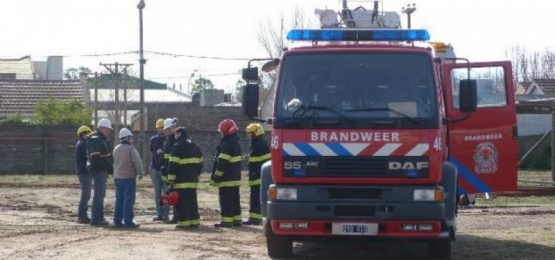 Dos dotaciones de bomberos trabajaron en un importante incendio de una vivienda