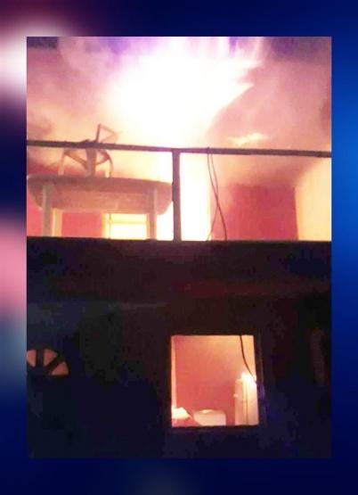 Tres dotaciones de bomberos trabajaron en un voraz incendio