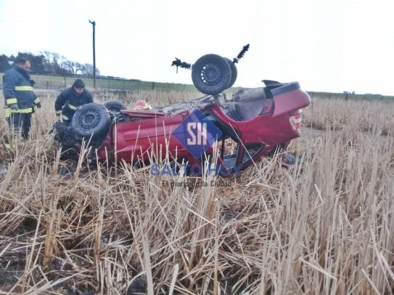 Padre e hijo resultaron heridos tras volcar su auto en la ruta 31