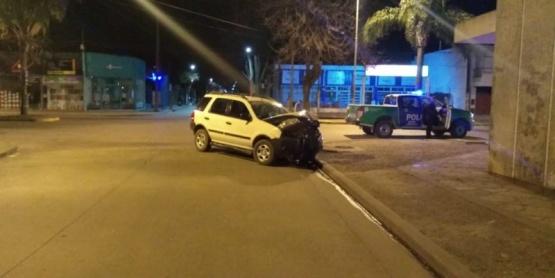 Un automovilista resultó herido tras impactar su camioneta contra una vivienda