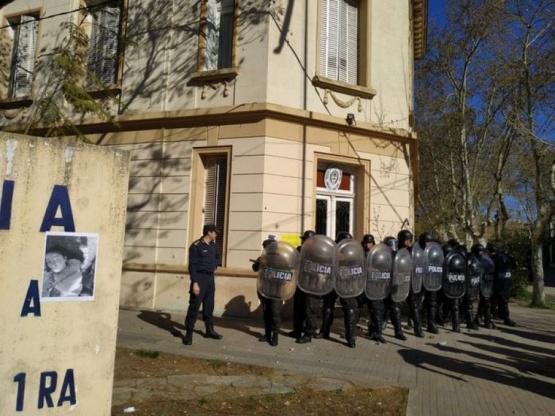 Incidentes en la marcha para pedir justicia por el asesinato de Navila Garay en Chascomús