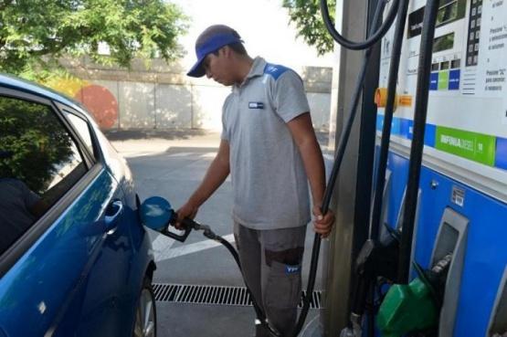 Aumenta la nafta: el Gobierno autorizó un incremento del 4%