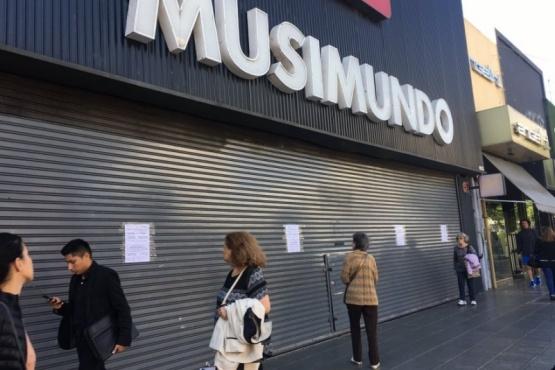 La cadena Musimundo cerró 30 locales en el año y continúa con la reducción de sucursales