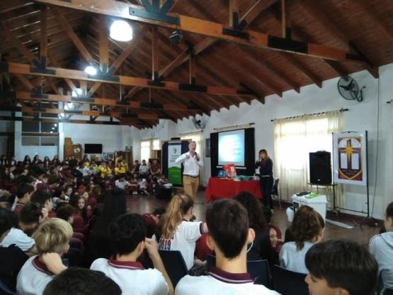 Alumnos del colegio Nuestra Señora del Rosario participaron de una jornada de capacitación de separación de residuos