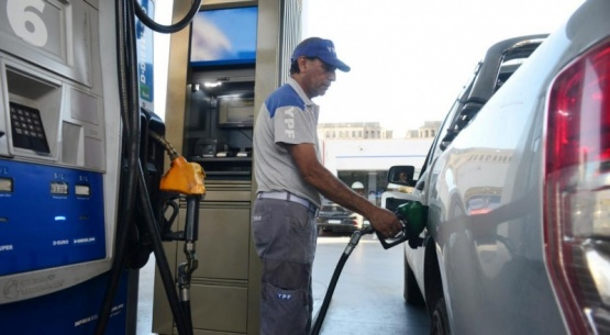 A la espera del plan de A. Fernández, aumentan otra vez las naftas