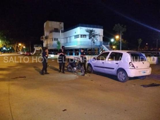 Violento accidente en la rotonda del balneario municipal