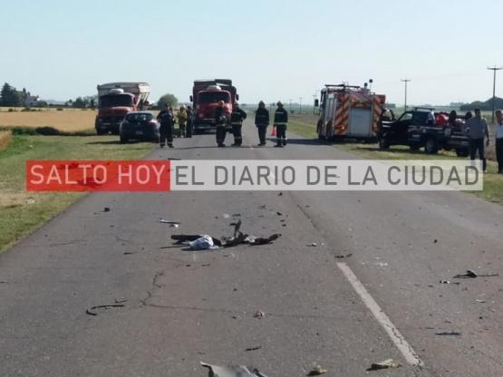 Un auto y un camión unimog colisionaron en el acceso Arroyo Dulce