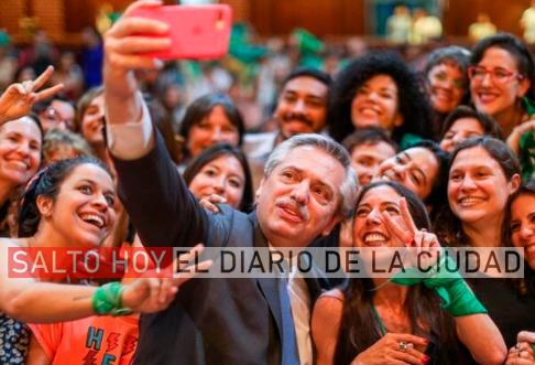 Fernández no quiere roces con la iglesia y estudia postergar el debate del aborto