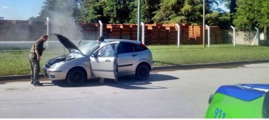 Salida de Bomberos por principio de incendio en un vehículo