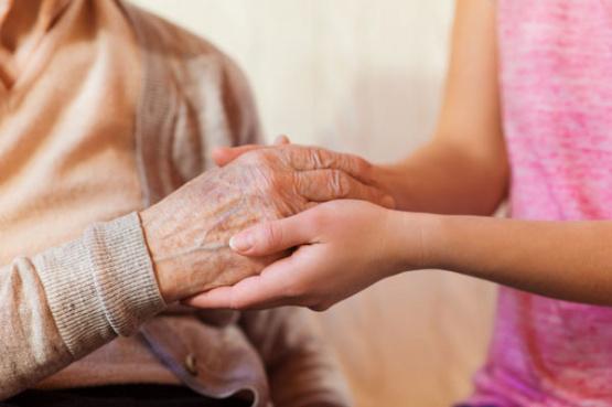 Para evitar contagios, todos los empleados de dos geriátricos de Salto se aislaron con los abuelos