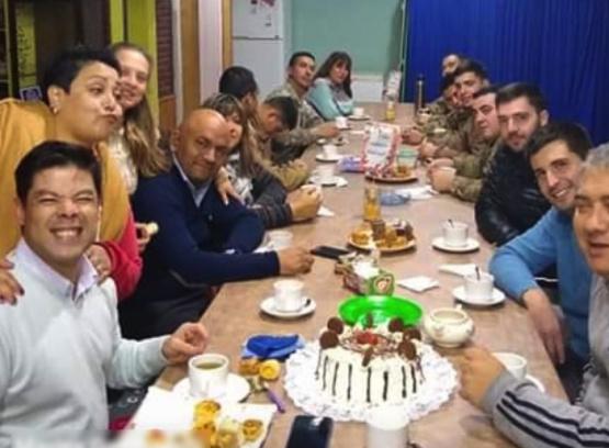 Escándalo en Mendoza: empleados y funcionarios municipales festejaron un cumpleaños en una sede oficial