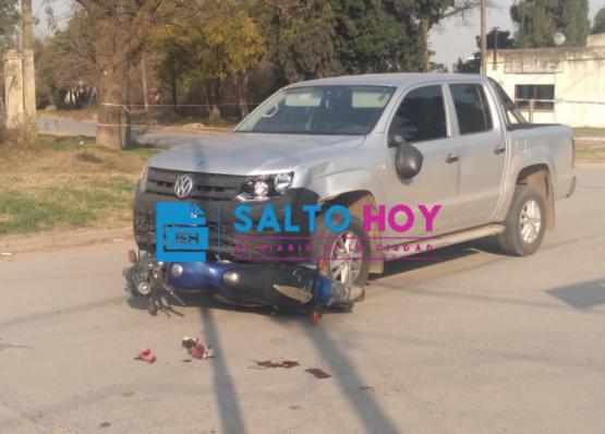 Dos jóvenes, entre ellos un menor de 15, resultaron heridos tras un choque en Tristán Lobos y José Hernández: informe oficial