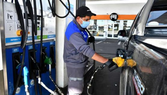 El Gobierno autorizará una suba del 7% en el precio de los combustibles