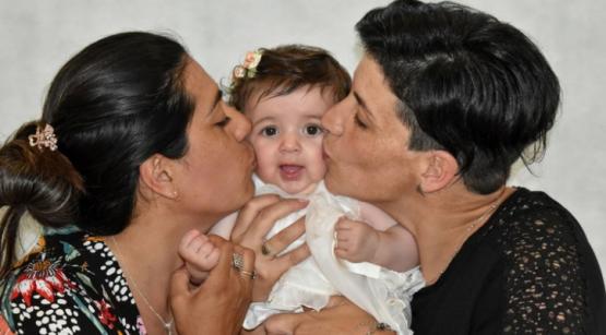 La gestó durante nueve meses pero no es su mamá: un acto de amor entre dos amigas le puso fin a una historia dramática