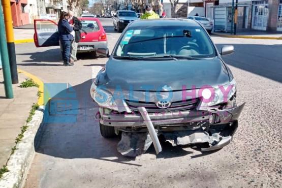 Dos autos colisionaron en avenida Mitre y San Martín