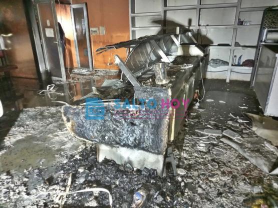 Se incendió una pollería en avenida Mitre